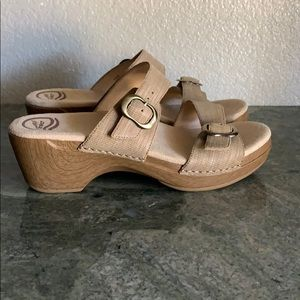 New! Dansko Sophie sandals size 40 women